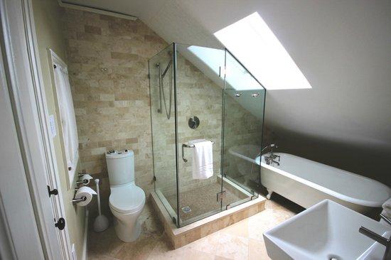 14 Union Park: Queen room bathroom