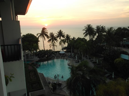 Dusit Thani Pattaya: view from our room on the 7th floor