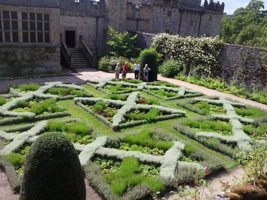 The knot garden - Picture of Haddon Hall, Bakewell - TripAdvisor