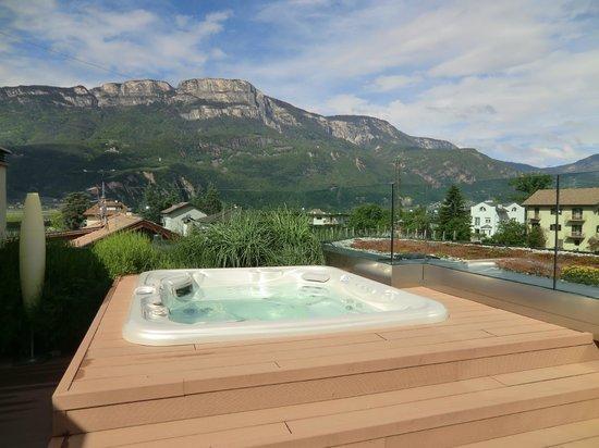 Napura Art & Design Hotel: Whirlpool auf Dachterasse