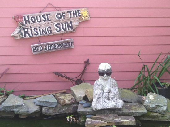House of the Rising Sun Bed and Breakfast: Outdoor contemplation pond