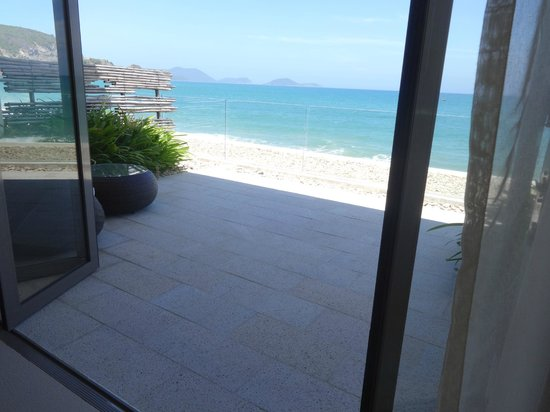 Mia Resort Nha Trang: The view from our super king sized bed