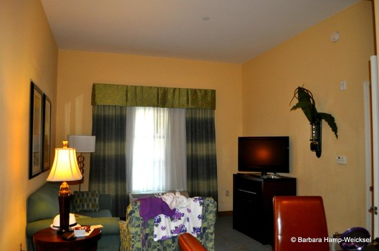 Homewood Suites by Hilton Palm Desert: Living room in the 1 bedroom suite