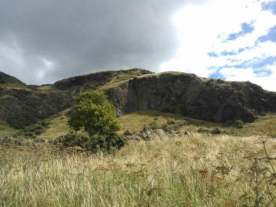 Pollock Halls - Edinburgh First : Холмы и трон Артура рядом с отелем