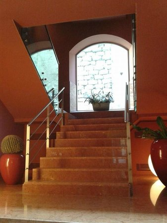 Hotel Porta Felice: Scale