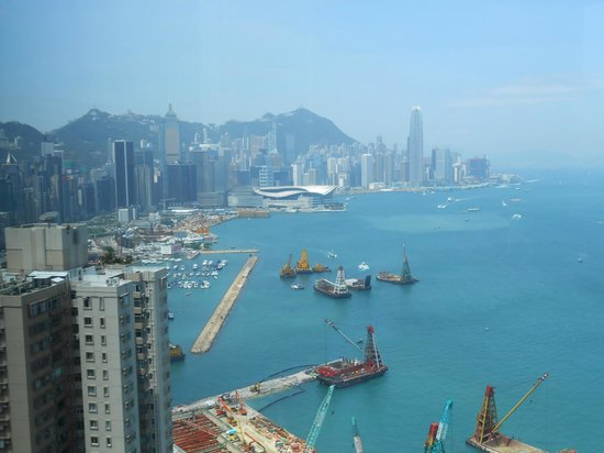 Harbour Grand Hong Kong: View of Hong Kong from Club Floor Lounge at check-in