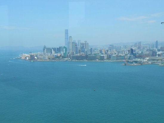 Harbour Grand Hong Kong: View of Kowloon from Club Floor Lounge at check-in