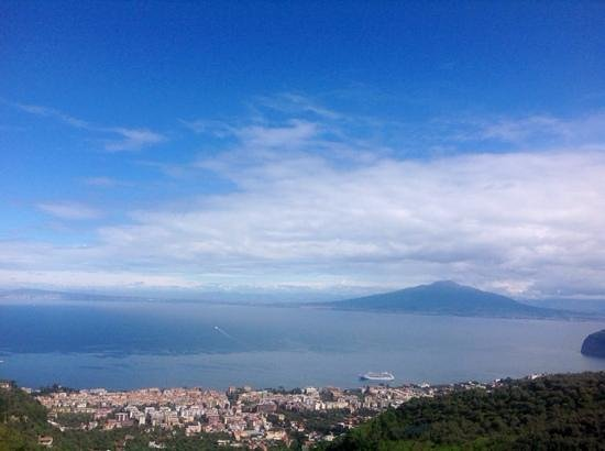Grand Hotel Due Golfi : vue sur la Baie de Naples depuis notre chambre du 3ème