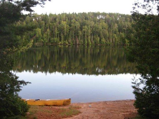 Bearskin Lodge: calm waters
