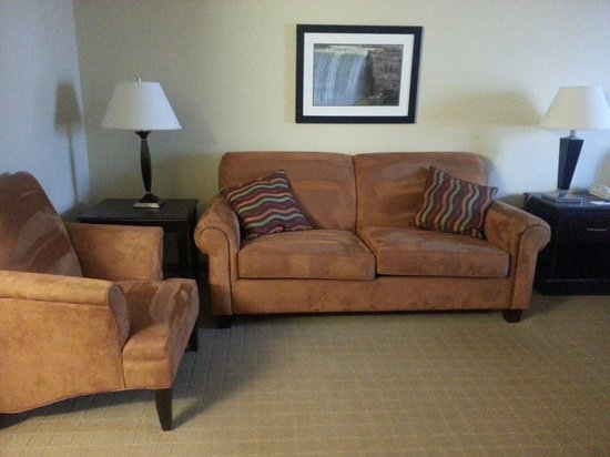 Country Inn & Suites By Carlson, Niagara Falls, ON : Living area of King Studio Suite (room 516)
