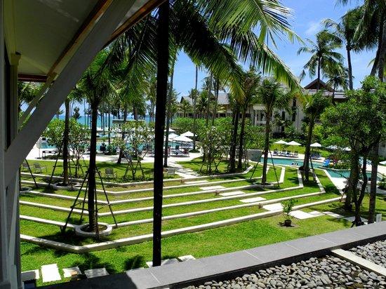 Outrigger Laguna Phuket Beach Resort: Вид с лобби