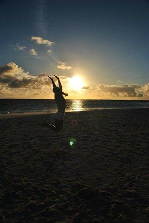 Fihalhohi Island Resort: и восход...