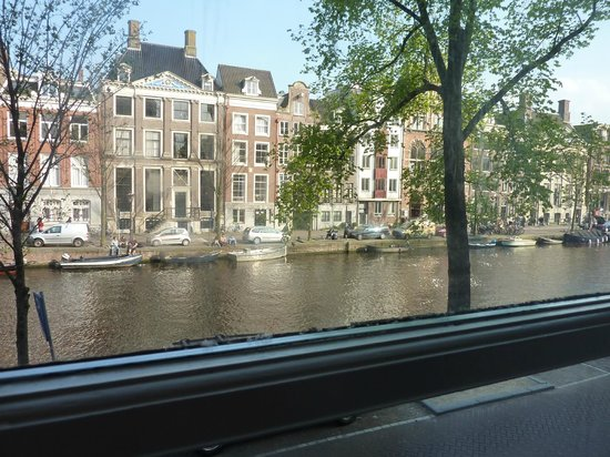 Radisson Blu Hotel, Amsterdam : View from our canal view room 155