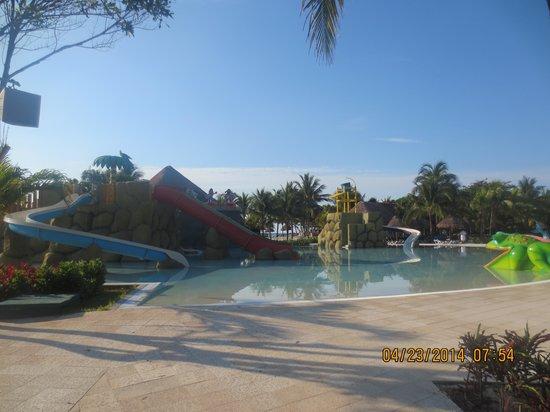 Grand Palladium Kantenah Resort & Spa: Waterslides