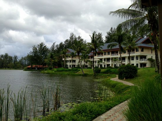 Outrigger Laguna Phuket Beach Resort: Набережная лагуны
