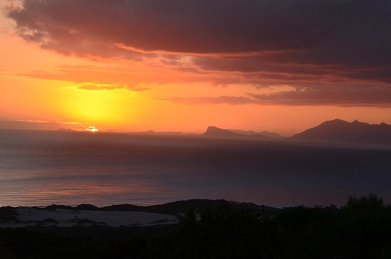 Grootbos Private Nature Reserve: Sunset vom Hotelgarten