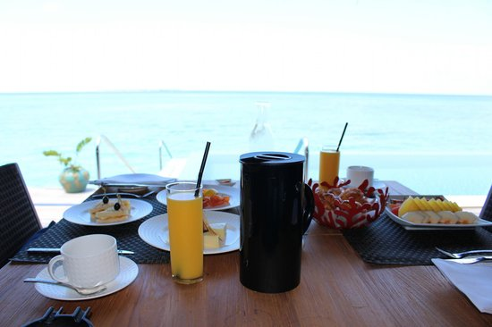 Velaa Island: Breakfast on the terrasse