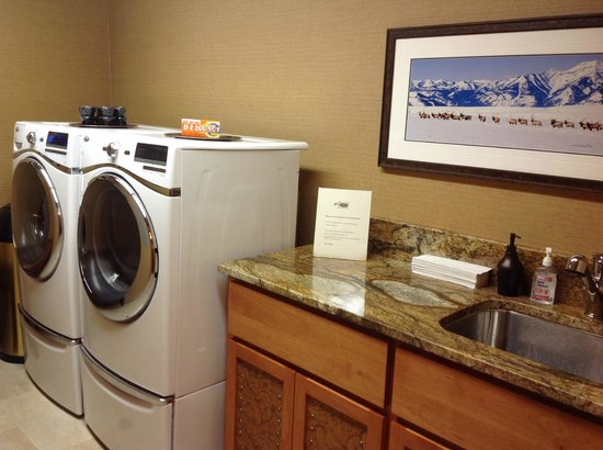 Wyoming Inn of Jackson Hole: guest laundry room, 100% complimentary