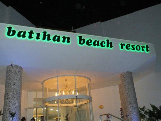 Batihan Beach Resort & Spa: ingang van het hotel