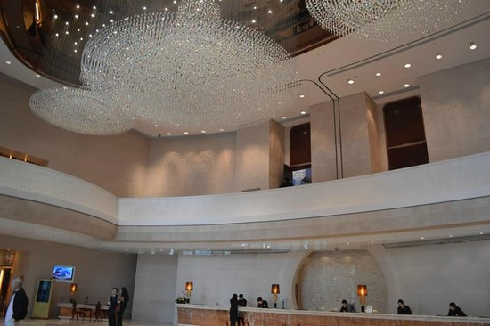 Harbour Grand Hong Kong: Some of the amazing chandeliers