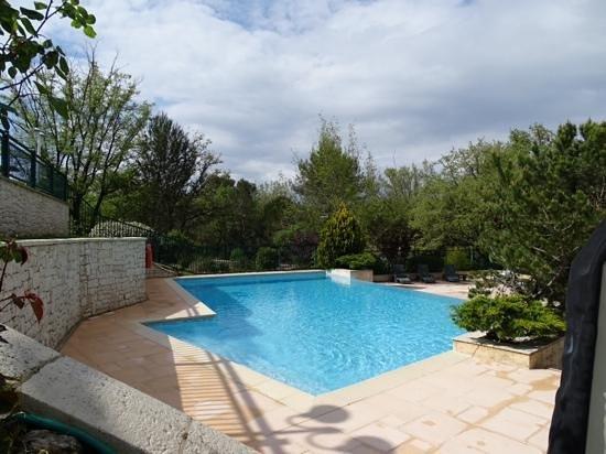 Ibis Antibes Sophia Antipolis : la piscina