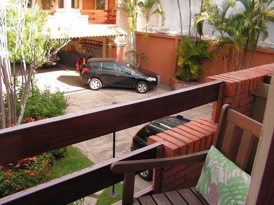 Apartotel La Sabana: Vue surtout sur le stationnement