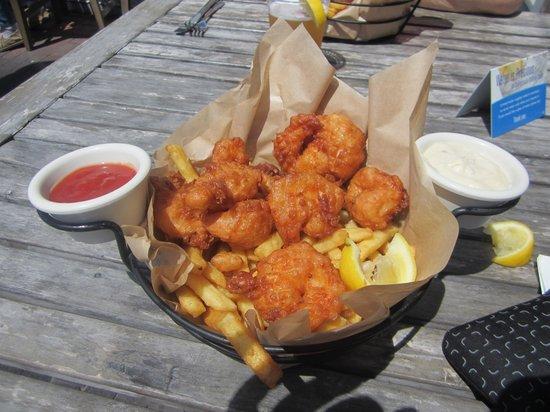 Half Moon Bay Brewing Company: Prawns and fries