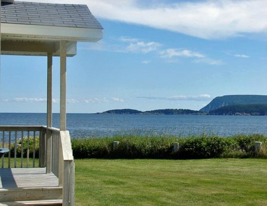 Seascape Coastal Retreat : view from your own private deck