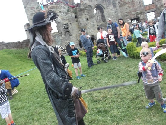 Tutbury Castle: captain jack took a minute out for a sword fight...