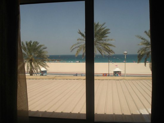 Regent Beach Resort: How lucky I was to see the beach from my room!