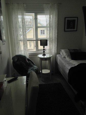 Opsahl Gjestegaard: The Edith Piaf room # 20