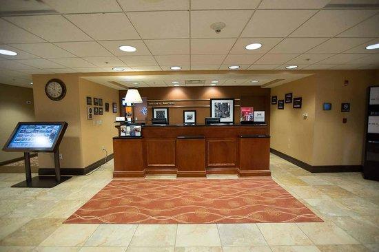 Hampton Inn & Suites Blairsville at Chestnut Ridge: Front Desk