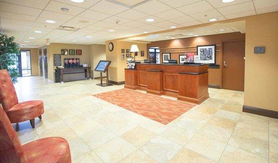 Hampton Inn & Suites Blairsville at Chestnut Ridge: Front Desk area