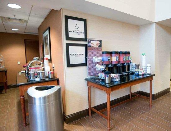 Hampton Inn & Suites Blairsville at Chestnut Ridge: Breakfast Pantry