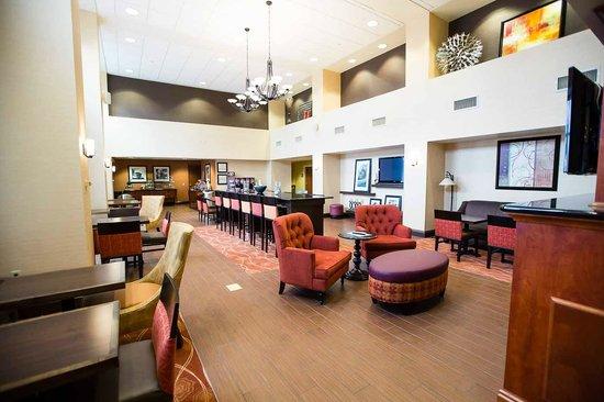 Hampton Inn & Suites Blairsville at Chestnut Ridge: Perfect Mix Lobby