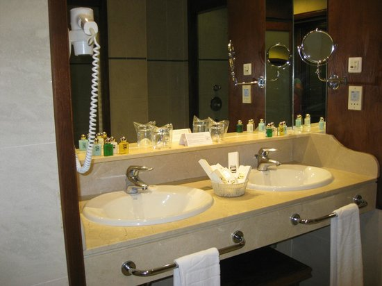 Gran Tacande Wellness & Relax Costa Adeje: Our bathroom