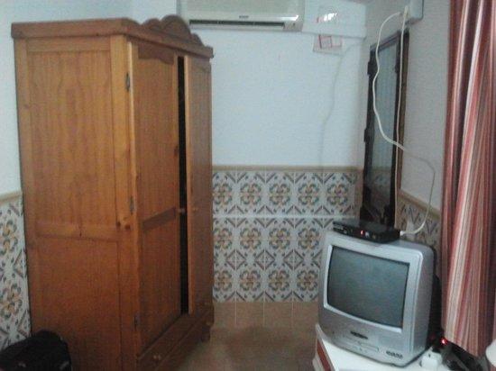 Pension Perez Montilla : habitacion cutre