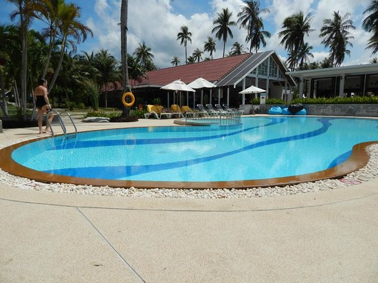 Centra by Centara Coconut Beach Resort Samui : Une des 2 piscines