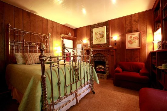 Twenty Mile House Inn : Parlor Room