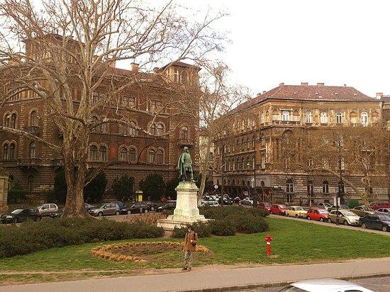 Andrassy Avenue: Budapest - Andrássy út - Statue of Szondy György on Kodály körönd