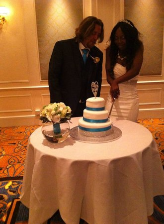 Bournemouth Highcliff Marriott Hotel: Cutting of the cake