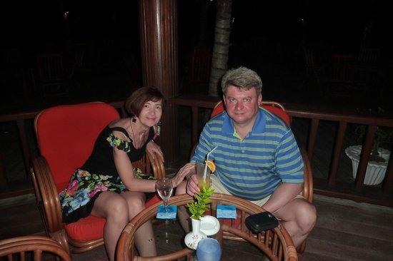 Holiday Island Resort & Spa : В баре