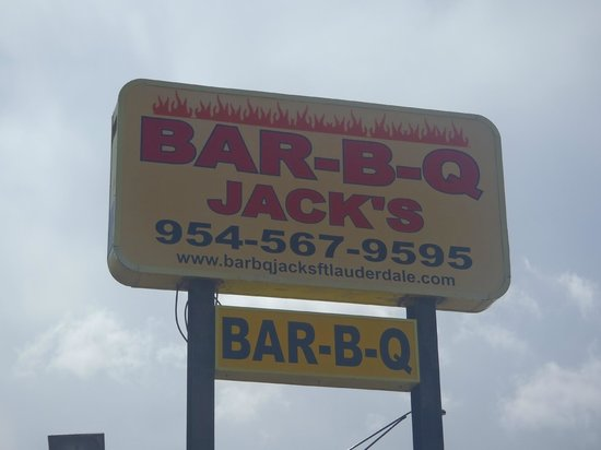 Jack's Bar-B-Q Smokehouse: Sign to Entrance