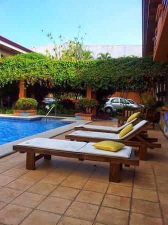 Apartotel La Sabana: Poolside