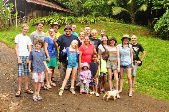 Maquenque Eco-Lodge: onze groep samen met gids Pablo en zijn gezin