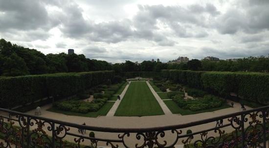 Musée Rodin : вид из окна музея на сад