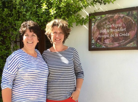 Bed & Breakfast Arroyo de la Greda: Both in stripes! Myself with Julie on my left