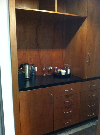 The Arrow Private Hotel: kitchenette