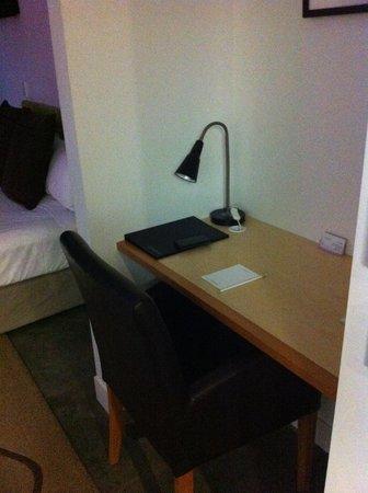The Arrow Private Hotel: Desk