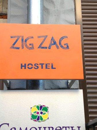 ZigZag Hostel : Eingangsschild